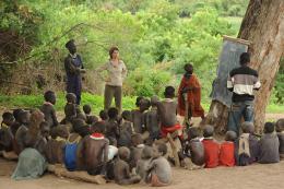 photo 6/10 - Zabou Breitman - Rendez-vous en Terre inconnue - Zabou Breitman chez les Nyangatom en Ethiopie - © Buena Vista Home Entertainment