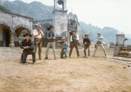 Les Sept mercenaires Charles Bronson, James Coburn, Steve McQueen, Yul Brynner, Robert Vaughn, Horst Buchholz, Brad Dexter photo 3 sur 5