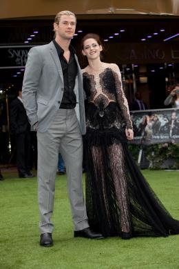 photo 74/79 - Chris Hemsworth et Kristen Stewart - Avant-première de Blanche Neige et le Chasseur à Londres - Blanche Neige et le chasseur - © Universal