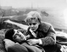 photo 1/3 - Alan Bates, June Ritchie - Un Amour pas comme les autres... - © Tamasa