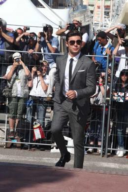 photo 58/143 - Zac Efron les suit - Cannes 2012 - Nos plus belles photos du Festival de Cannes 2012 ! - © Isabelle Vautier pour CommeAuCinema.com