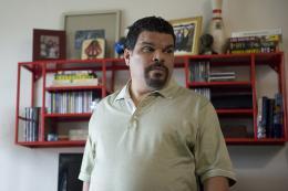 photo 23/38 - Luis Guzmán - How to Make It in America - Saison 2 - © Warner Home Vidéo