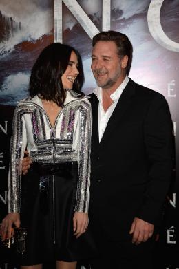photo 24/97 - Russell Crowe et Jennifer Connelly - Avant-premi�re parisienne de No� - No� - © Paramount
