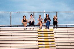 photo 16/42 - Mae Whitman, Logan Lerman, Emma Watson, Ezra Miller, Erin Wilhelmi - Le Monde de Charlie - © SND