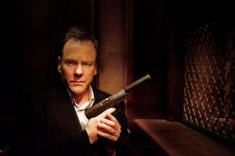 photo 2/4 - Kiefer Sutherland - The Confession