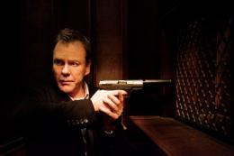 photo 3/4 - Kiefer Sutherland - The Confession