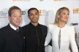 photo 18/28 - Kiefer Sutherland, Riz Ahmed, Kate Hudson - L'intégriste malgré lui - © Isabelle Vautier pour CommeAuCinéma