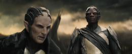 photo 51/143 - Christopher Eccleston, Adewale Akinnuoye-Agbaje - Thor - Le Monde des T�n�bres - © Walt Disney Studios Motion Pictures France