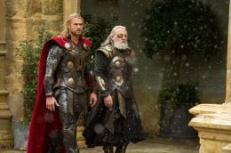 photo 15/143 - Chris Hemsworth, Anthony Hopkins - Thor - Le Monde des Ténèbres - © Walt Disney Studios Motion Pictures France