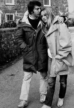 photo 11/13 - Dustin Hoffman et Susan George - Les Chiens de paille