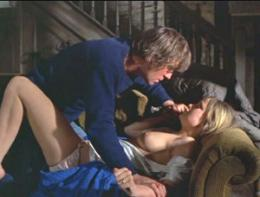 photo 4/13 - Dustin Hoffman et Susan George - Les Chiens de paille