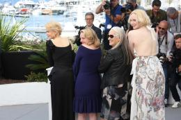 Elisabeth Moss Cannes 2017 : Top of the lake Photocall photo 2 sur 69