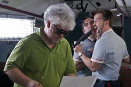 photo 32/35 - Pedro Almodovar, Javier Camara, Carlos Areces - Les Amants passagers - © Pathé Distribution