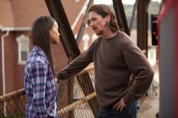 photo 14/18 - Christian Bale, Zoe Saldana - Les Brasiers de la colère - © Metropolitan Film
