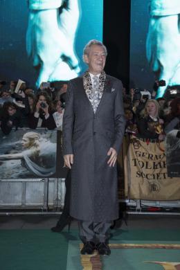 photo 69/125 - Ian McKellen - Avant-premi�re � Londres - Le Hobbit : La Bataille des Cinq Arm�es - © Warner Bros