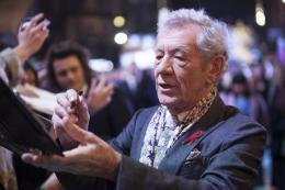 photo 94/125 - Ian McKellen - Avant-premi�re � Londres - Le Hobbit : La Bataille des Cinq Arm�es - © Warner Bros