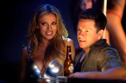 photo 20/35 - Bar Paly et Mark Wahlberg - No Pain No Gain - © Paramount