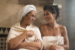 photo 25/31 - Fatima Naji et Reem Kherici - Paris à tout prix - © Gaumont Distribution