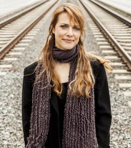 photo 5/5 - Lynn Shelton - Touchy Feely