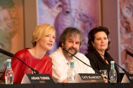 photo 201/221 - Philippa Boyens, Cate Blanchett, Peter Jackson, - Le Hobbit : un voyage inattendu - © Warner Bros