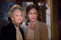 photo 11/19 - Lorraine Warren et Vera Farmiga - Conjuring : Les dossiers Warren - © Warner Bros