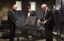 photo 11/41 - Bruce Willis, Hun Lee et John Malkovich - Red 2 - © SND