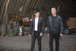 photo 12/41 - Hun Lee et Bruce Willis - Red 2 - © SND