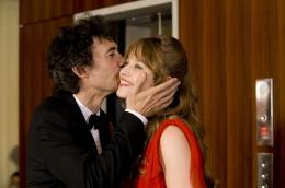 photo 23/25 - Eric Elmosnino, Lou de Laâge - Des gens qui s'embrassent - © Pathé Distribution