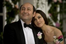 photo 4/25 - Kad Mérad, Monica Bellucci - Des gens qui s'embrassent - © Pathé Distribution