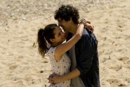 photo 14/25 - Clara Ponsot, Max Boublil - Des gens qui s'embrassent - © Path� Distribution
