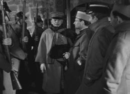 photo 7/12 - Erich Von Stroheim, Pierre Fresnay, Jean Gabin - La Grande illusion - © Carlotta Films