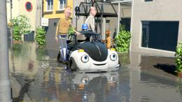 photo 4/21 - Ploddy, la voiture �lectrique m�ne l'enqu�te - © Help ! Distribution