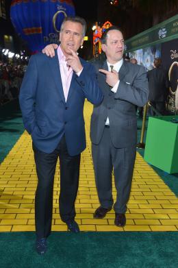 photo 73/81 - Bruce Campbell et Ted Raimi - Avant-première américaine du film Le Monde Fantastique d'Oz - Le Monde Fantastique d'Oz - © Walt Disney Studios Motion Pictures France