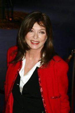 Marie-France Pisier C�sar 2007 : Tapis rouge photo 7 sur 9