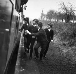 photo 1/8 - A Hard Day's Night - © HDN, LLC - Carlotta Films