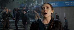 photo 17/44 - Elizabeth Olsen - Godzilla - © Warner Bros