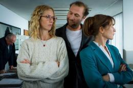 photo 1/7 - Sandrine Kiberlain, François Damiens et Isabelle Huppert - Tip Top - © Rezo Films