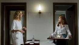 photo 4/7 - Sandrine Kiberlain et Isabelle Huppert - Tip Top - © Rezo Films