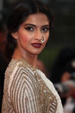 Sonam Kapoor Mont�e des marches Gatsby le Magnifique - Cannes 2013 photo 2 sur 4