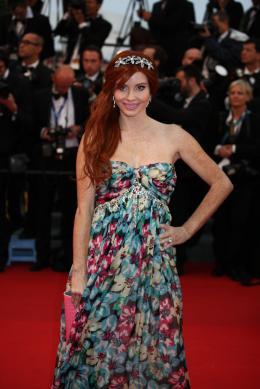 Phoebe Price Mont�e des marches Gatsby le Magnifique - Cannes 2013 photo 1 sur 1