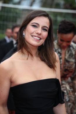 Zoé Félix Montée des marches Jeune et Jolie - Cannes 2013 photo 2 sur 67