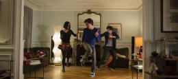 photo 7/13 - Charlotte LeBon, Baptiste Lecaplain et Félix Moati - Libre et Assoupi - © Gaumont Distribution
