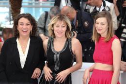 photo 33/50 - Noémie Lvovsky, Valeria Bruni-Tedeschi et Céline Salette - Photocall de Un Château en Italie - Cannes 2013 - Un château en Italie - © Isabelle Vautier pour CommeAuCinema.com