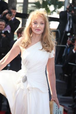 Arielle Dombasle Présentation du film Nebraska - Cannes 2013 photo 7 sur 24