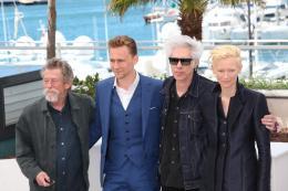photo 19/42 - John Hurt, Tom Hiddleston, Jim Jarmusch et Tilda Swinton - Photocall du film Only Lovers Left Alive - Cannes 2013 - Only Lovers Left Alive - © Isabelle Vautier pour CommeAuCinema.com