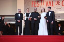 photo 39/45 - L�a Seydoux, Abdellatif Kechiche et Ad�le Exarchopoulos - Cl�ture du Festival de Cannes 2013 - La Vie d'Ad�le - Chapitres 1 et 2 - © Isabelle Vautier pour CommeAuCinema.com