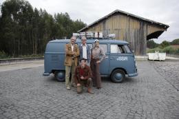 photo 8/10 - Valérie Donzelli, Patrick Lapp, Fransisco Belard, Michel Vuillermoz - Les Grandes Ondes (à l'ouest) - © Happiness Distribution