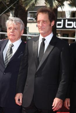 Alain Cavalier Montée des marches du film Pater - Mai 2011 photo 3 sur 4