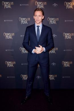 Tom Hiddleston Avant-premi�re de Crimson Peak � Paris photo 9 sur 100