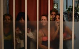 Sous les jupes des filles Julie Ferrier, Isabelle Adjani, Vanessa Paradis, Alice Taglioni, Alice Belaidi photo 6 sur 23
